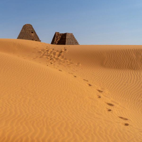 Dunes & Pyramids 1
